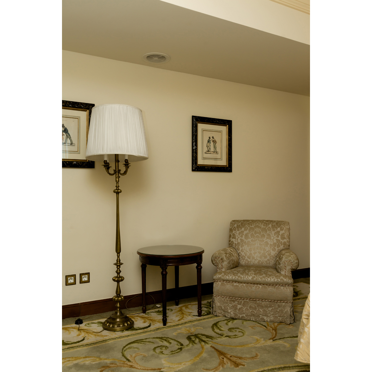 Table H Et H armchair, a round side table and a floor lamp h 180 cm